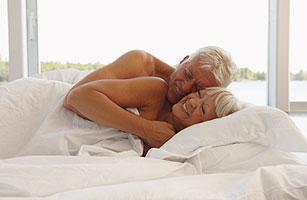 Даже в старости мужчины хотят секса больше, чем женщины