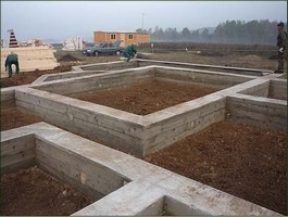 Сколько стоит устройство дренажа ленточного фундамента из фундаментных блоков?