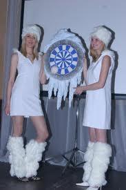 Игры на Новый год: снежный дартс и дуэль