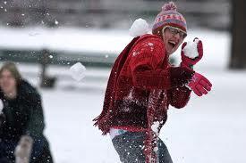 Игры на Новый год: снежки