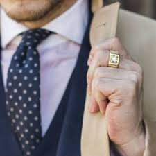 перстень на мужчине